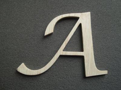 lettre bois hauteur 20 cm : lettre bois modèle lucida calligraphy