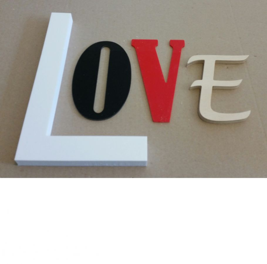 Lettre decorative murale Love