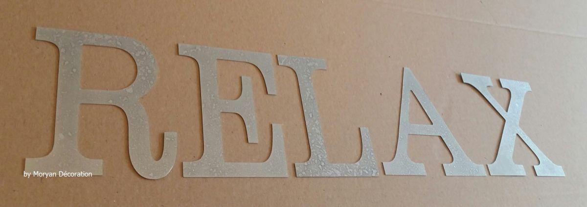 Lettre decorative en zinc RELAX 10 cm