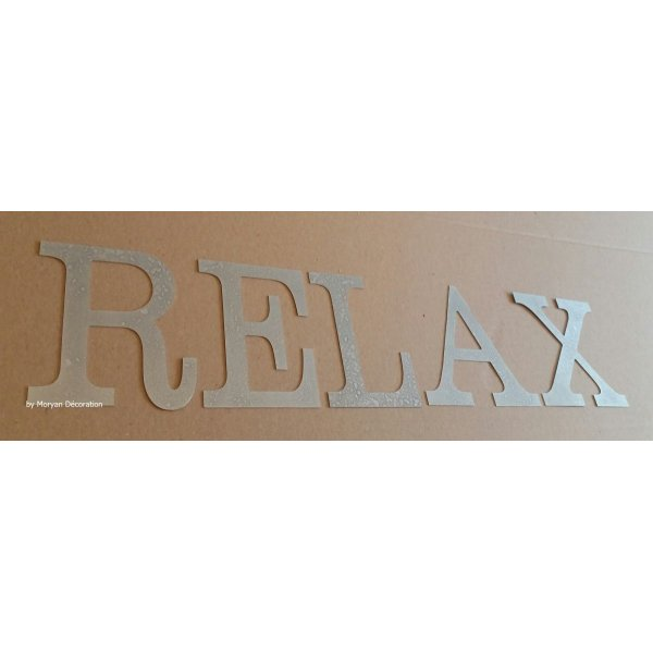 Lettre decorative en zinc RELAX 20 cm
