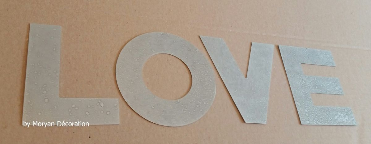 Lettre decorative en zinc LOVE 20 cm