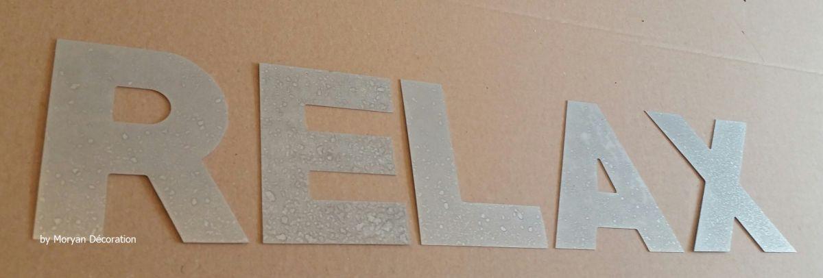 Lettre decorative en zinc RELAX 20 cm