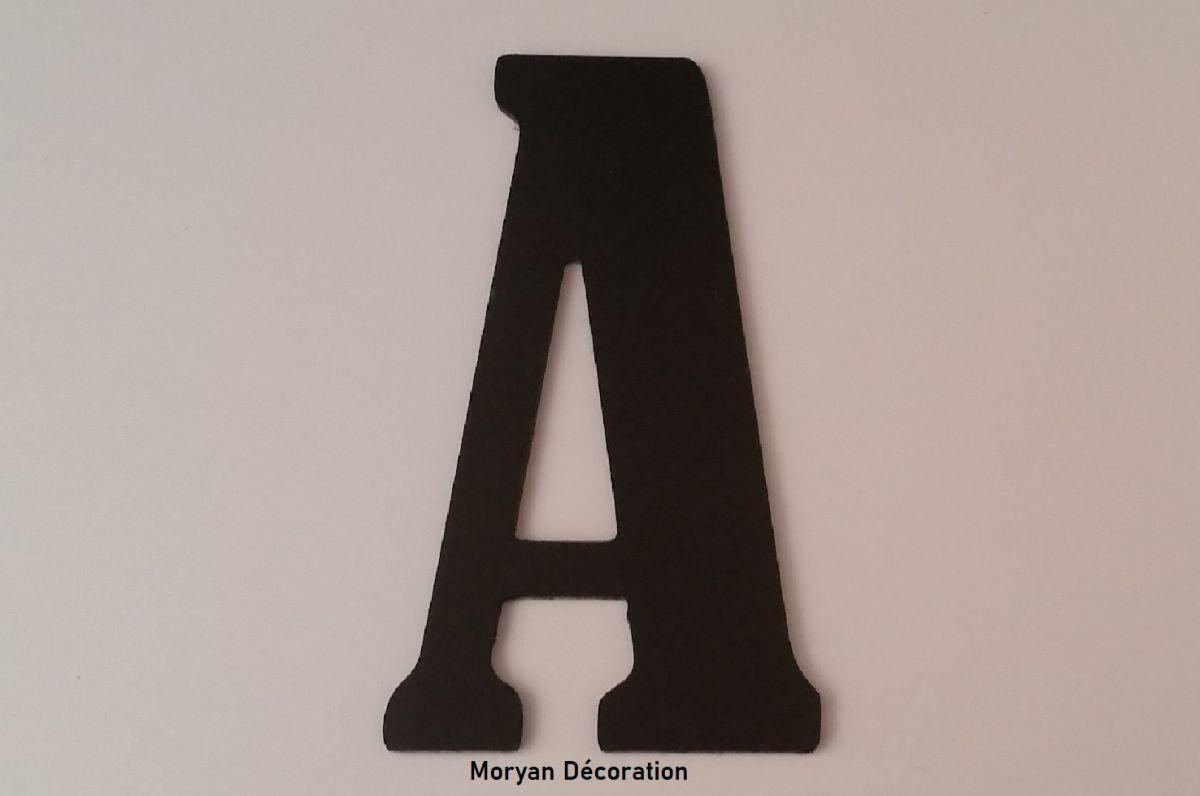 Lettre plastique PVC noir BERNARD CONDENSED