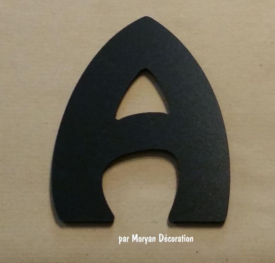 Lettre plastique PVC noir HARLEQUIN
