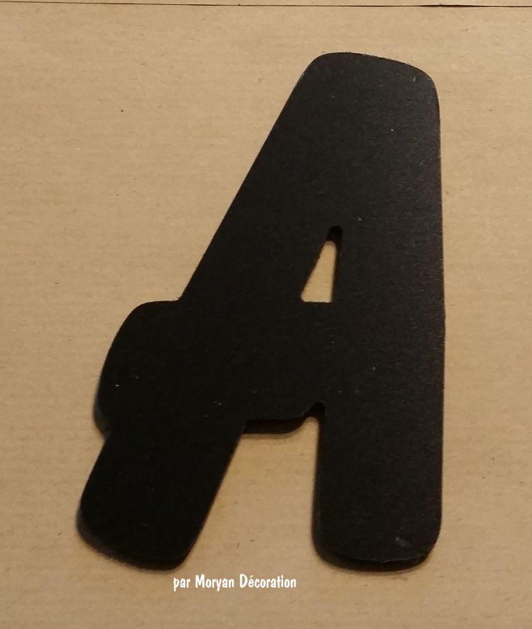 Lettre plastique PVC noir BALLOON