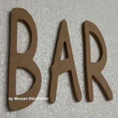 Lettre en bois decorative BAR