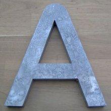 Lettre en zinc brut vieilli