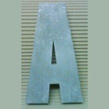 Lettre en relief 3D en zinc IMPACT